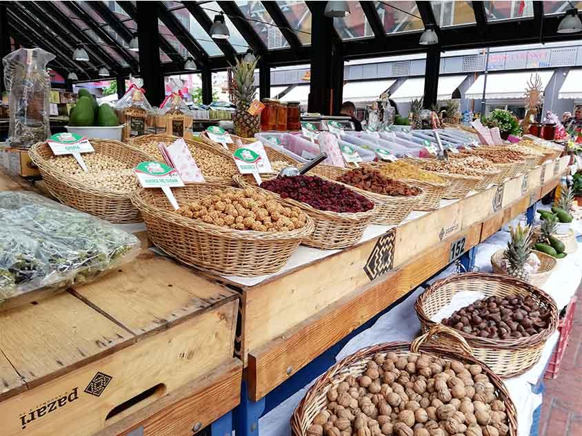 Tirana en el mercado