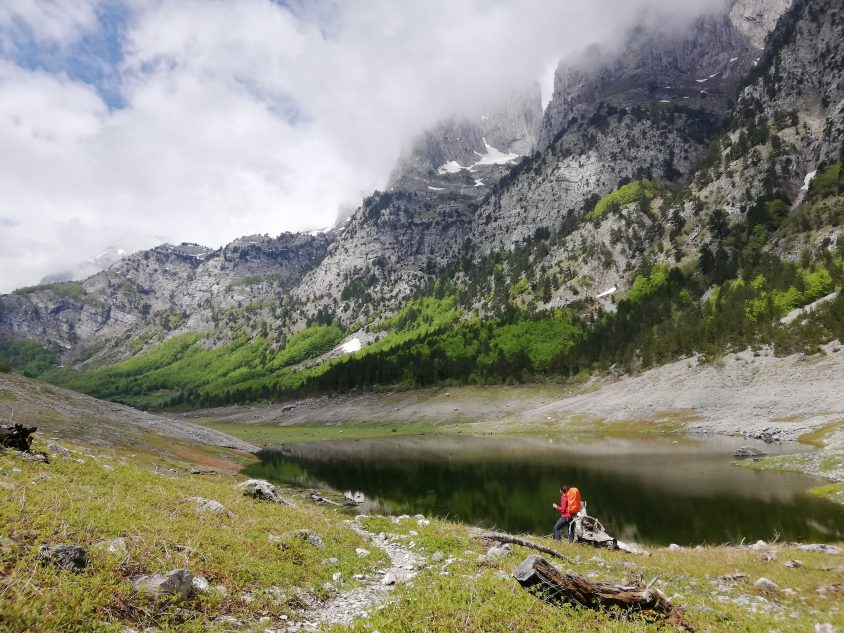 LAgo cruzando de Albania a Montenegro