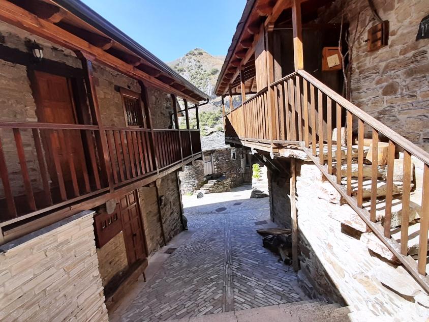 Viaje trekking y cultural en el bierzo Peñalba de Santiago